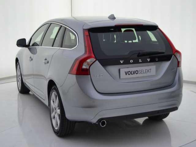 Foto 2 Volvo V60 D3 Momentum Auto 110kW (150CV)