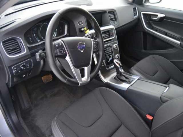 Foto 5 Volvo V60 D3 Momentum Auto 110kW (150CV)