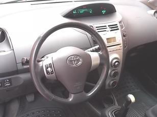 Foto 3 de Toyota Yaris 1.3 VVT-I Luna