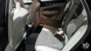 Foto 4 de Volvo XC60 D4 AWD Momentum Aut. 140 kW (190 CV)