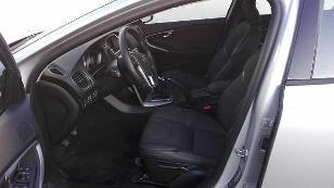 Foto 2 de Volvo V40 Cross Country 2.0 D3 Momentum 110 kW (150 CV)