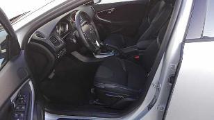 Foto 2 de Volvo V40 D3 Momentum Auto 110 kW (150 CV)