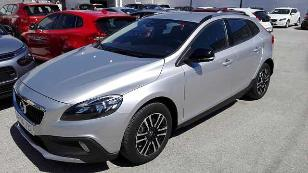 Foto 3 de Volvo V40 Cross Country D3 Momentum 110kW (150CV)