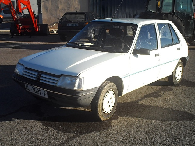 PEUGEOT 205 1.1 Style / Junior 40 kW (55 CV)