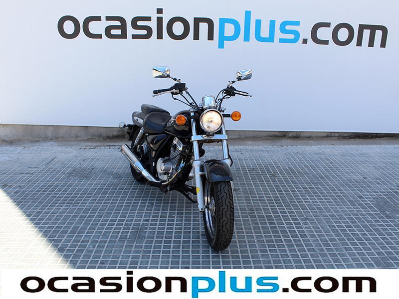 Suzuki Marauder 125 9 kW (12 CV)
