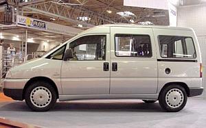 Peugeot Expert Combi 2.0 HDI 220C Confort 70 kW (95 CV)  de ocasion en Albacete